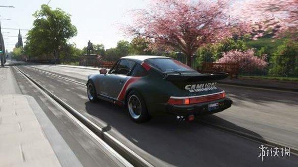 玩家在《极限竞速:地平线4》自制2077银手传奇座驾