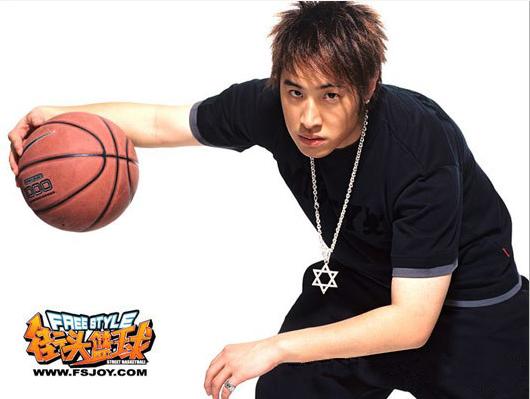 1.4亿续签《街头篮球》