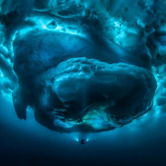 让你体验泰山压顶的窒息感!这些照片让人又爽又害怕