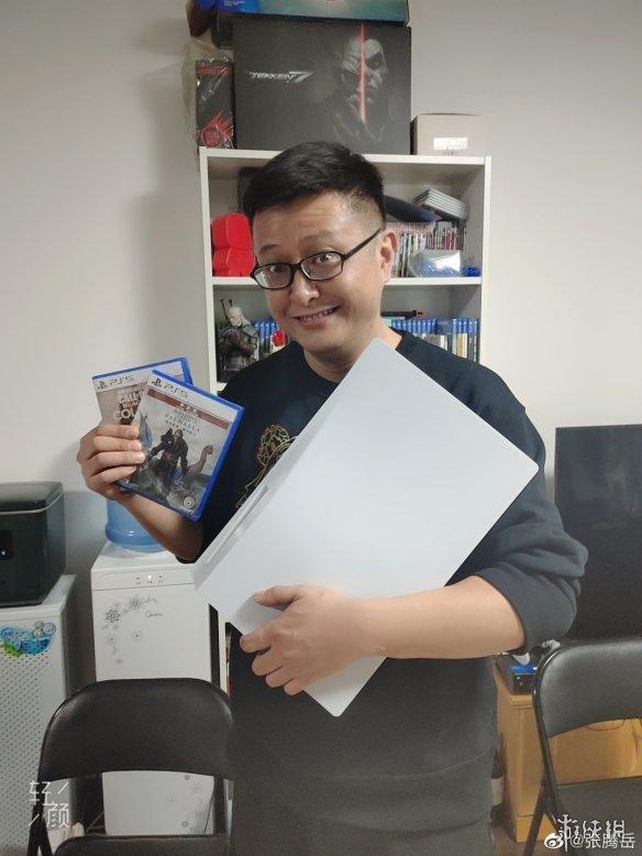 张腾岳开箱PS5:隔着屏幕都能感受到男人的快乐!
