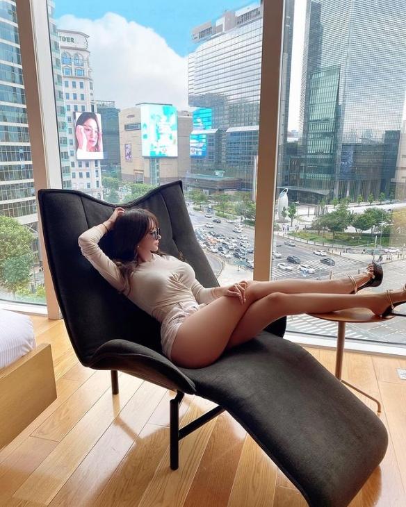 韩国百变女神VelyMom海量美图: 翘臀细腰!H漫女主!