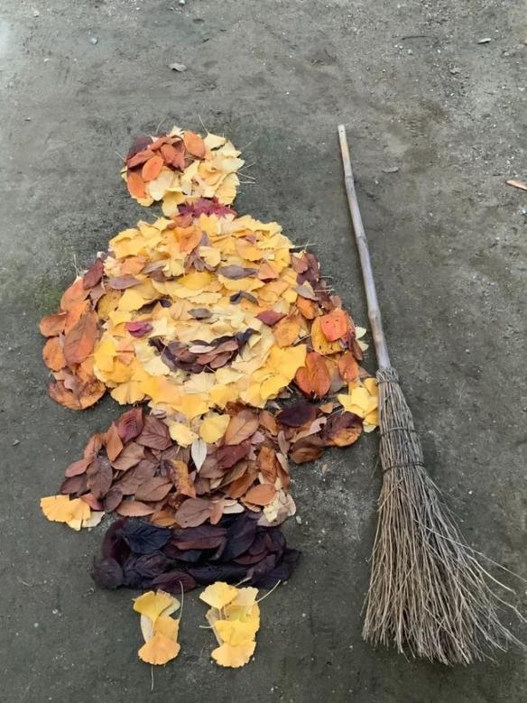 """扫个地火了!日本版""""扫地僧"""" 用落叶作画完美还原"""