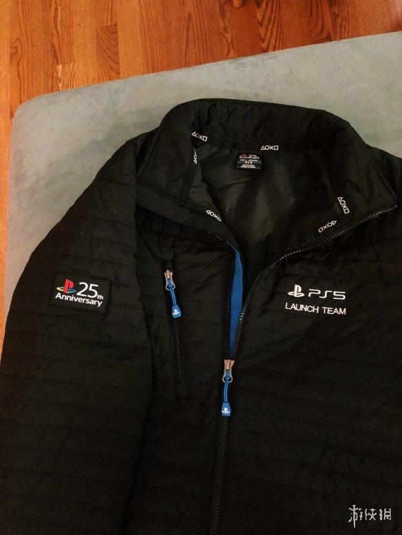 索尼暖人心!给顽皮狗员工赠送限量PS5保暖纪念夹克