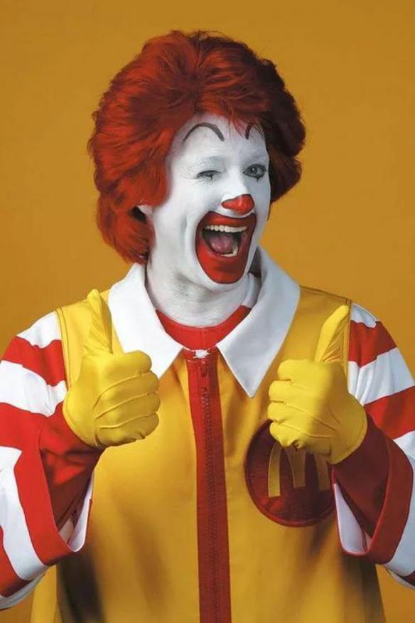 """新年第一天 我看到了""""虚假""""的麦当劳二次元偶像"""