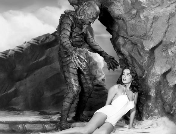 野兽向性感少女伸出邪恶之手!16张罕见的历史照片