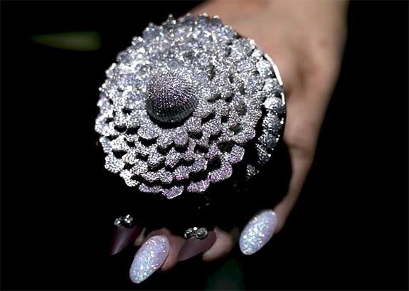 12638颗天然钻石!38.08克拉戒指打破吉尼斯世界纪录