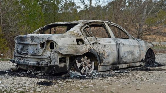 """烧车竞赛为法国跨年夜奇葩""""传统""""!近千辆汽车被烧毁"""