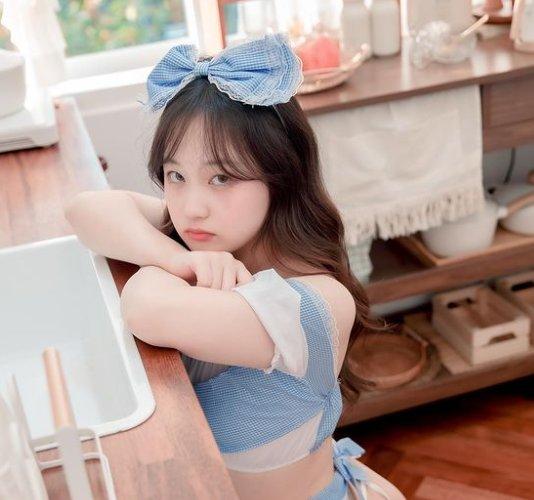 肉乎乎的可爱小包子!韩国厌世脸的美女模特시아
