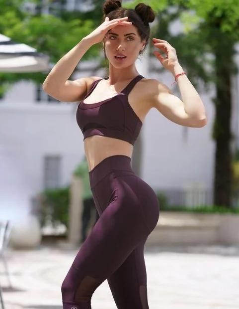 颜值逆天+身材火辣!混血模特Georgina简直性感尤物!