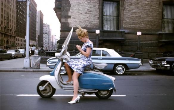1946年外国少女雪地里穿着大胆清凉!珍贵的历史照片