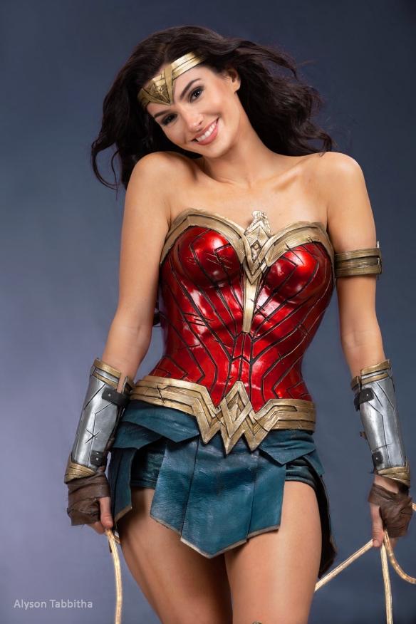 《神奇女侠3》绝美COS:戴安娜公主优雅性感大长腿!
