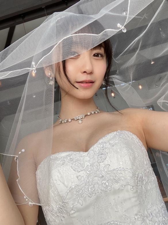 娶到女神不是梦!童颜巨灯伊织萌婚纱写真:嗨,老婆!
