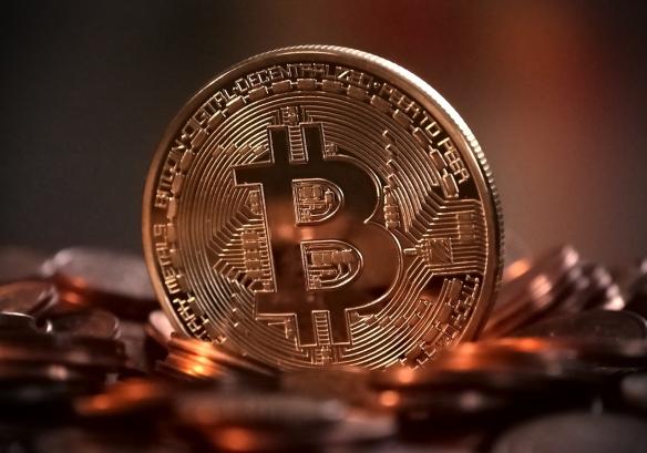 比特币总市值突破1万亿美元大关:今年将达10万美元!