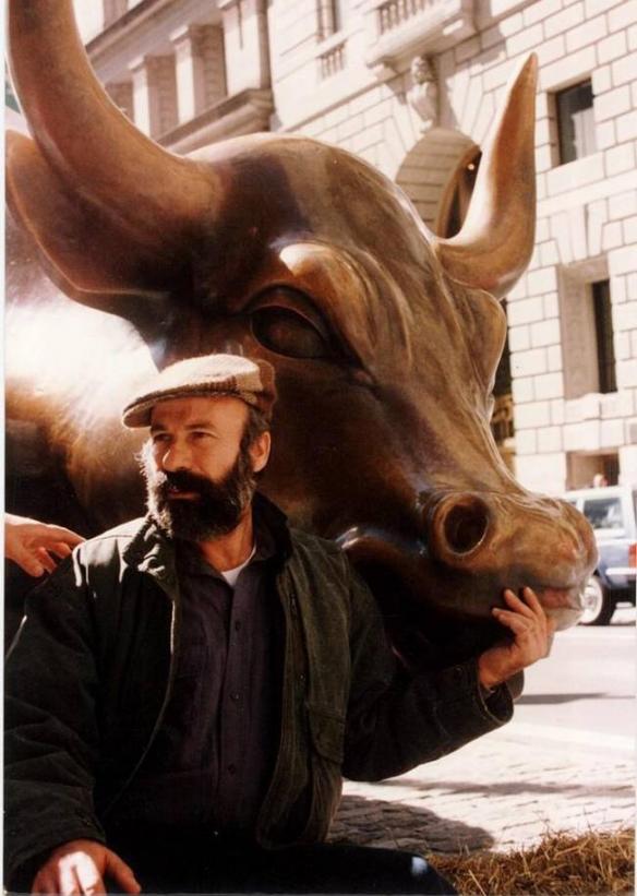 """华尔街""""吉祥物""""铜牛创作者因癌症去世 享年80岁!"""