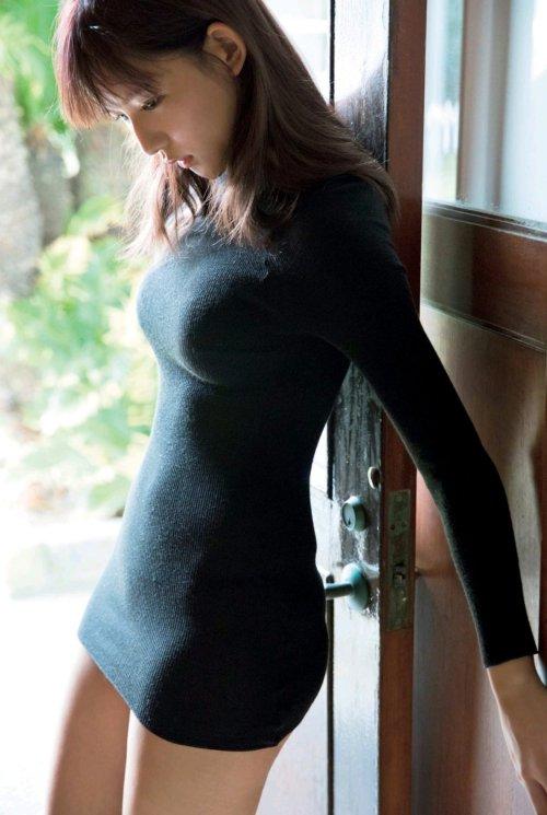 让人流口水的美女 囧图 女性遮胸是不是不尊重男性