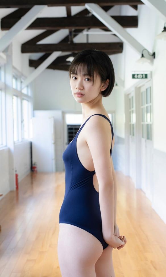 娇俏可爱的短发美少女!11区制服选美冠军竹内诗乃