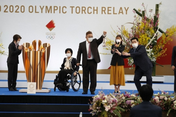 石原里美点燃奥运圣火盆!传递仪式在日本福岛举行!