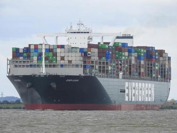 """堵塞苏伊士运河的货轮成功上浮 """"长赐号""""不横躺了"""