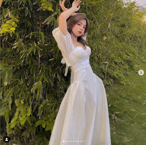 越南小姐姐PhanHằng:旗袍大秀白皙美腿!制服真香