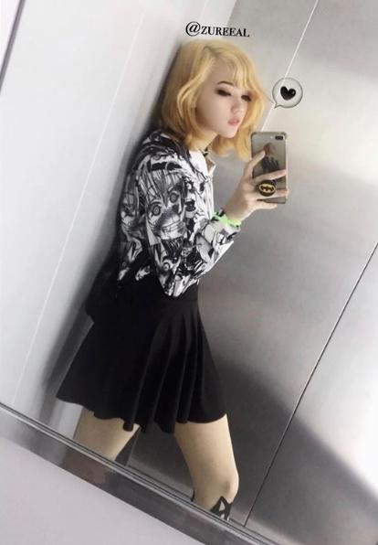 钟爱黑丝的英国混血小姐姐:身材诱人zureeal美图赏!