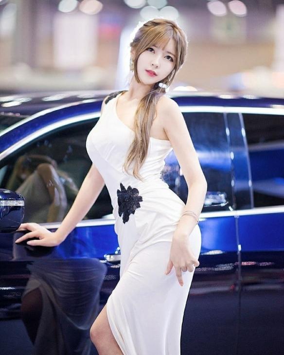 小萌妹变性感大姐姐!韩国赛车女郎Cos成年版祢豆子