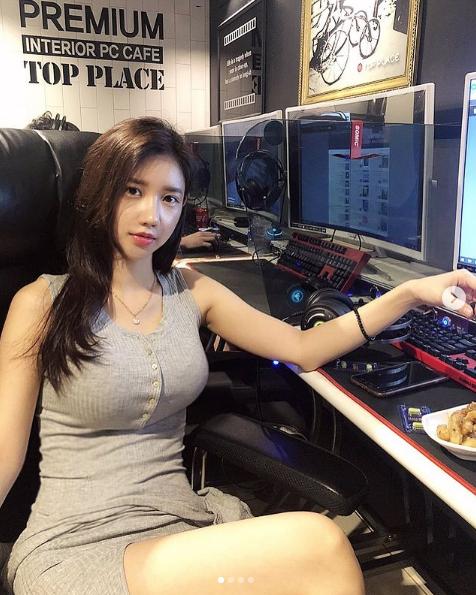 """韩国""""娜美"""",网红版林允儿!女DJ发美照比打碟更顺手"""