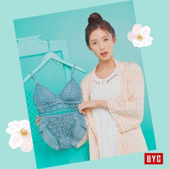 清纯派美女Arin拍内衣广告:「只拿不穿」引网友热议!