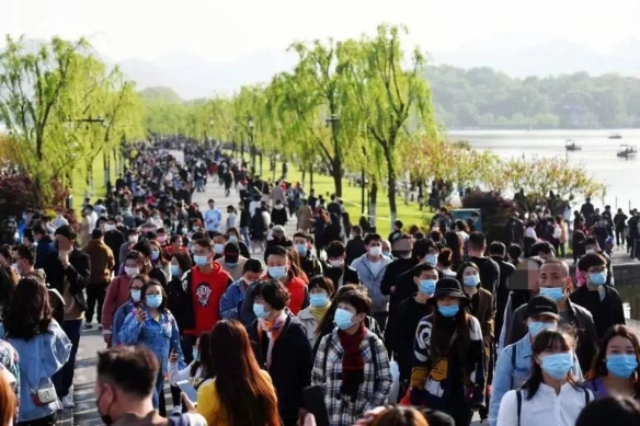 部分景区因为游客量巨大,景区崩溃:为游客全额退票!