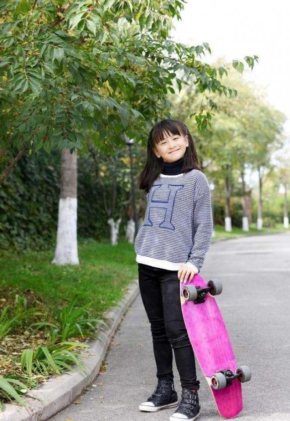 田亮女儿现状曝光:12岁身高近1米7!美貌宛如热依扎