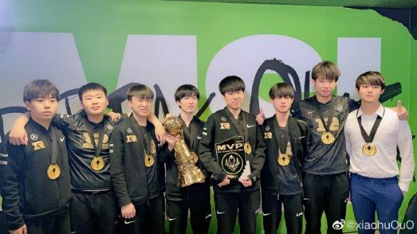 《英雄联盟》RNG3:2战胜DK再度斩获MSI冠军 Xiaohu上单加中单双位置夺冠