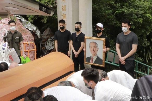 """""""赌王""""何鸿燊正式下葬 距离去世已经过去一年"""