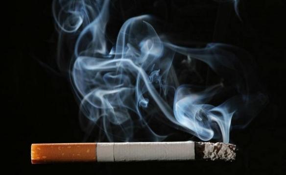 我国每年因吸烟死亡人数超百万 全面控烟刻不容缓!