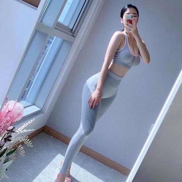水中湿身腿长腰软双峰Q弹!yeoni59姐姐带来清新一夏!