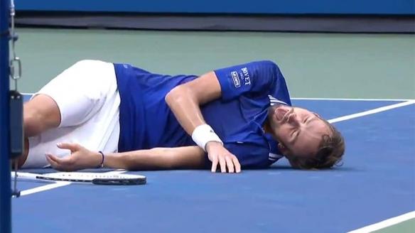 网球运动员取胜后用游戏动作庆祝 网友:这是游戏公司的内应吧