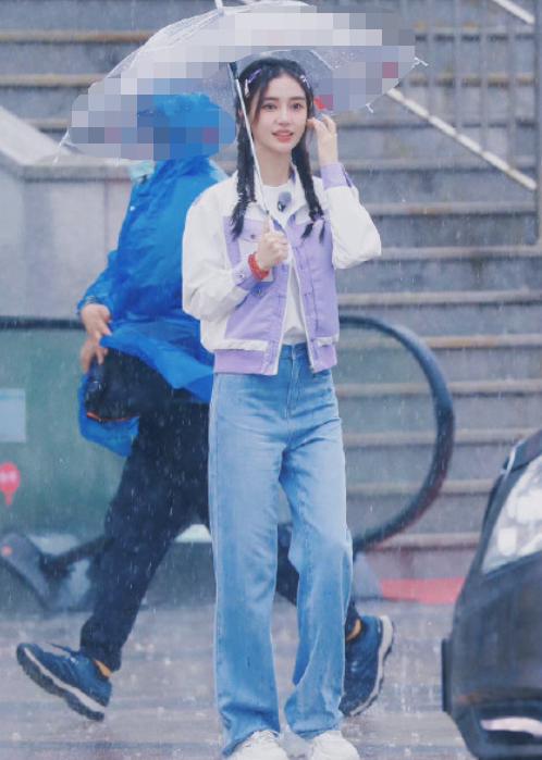 Angelababy杨颖近照曝光:气质甜美清纯 嫩似高中女生