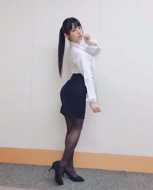 """穿黑丝的麻辣女教师!美女声优""""政委""""上坂堇美照赏"""