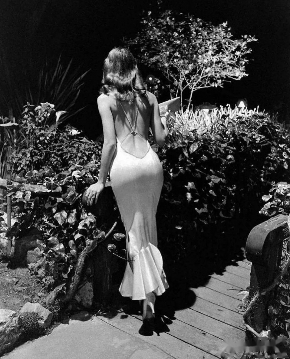 1948年洛杉矶女警与1957年最美的后背女神!珍贵老照片