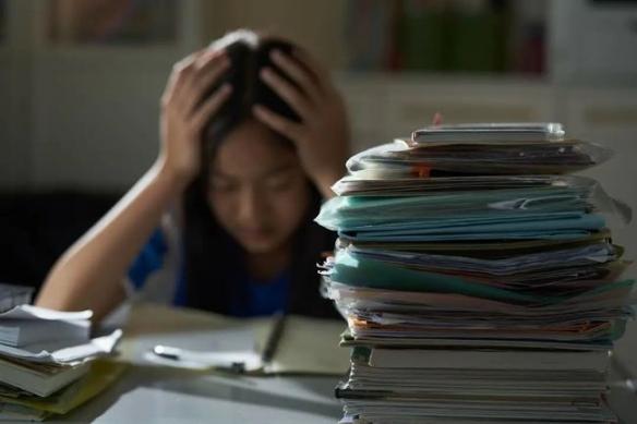 高二女生嗜睡被诊断为抑郁症!奇葩冷知识增加了!