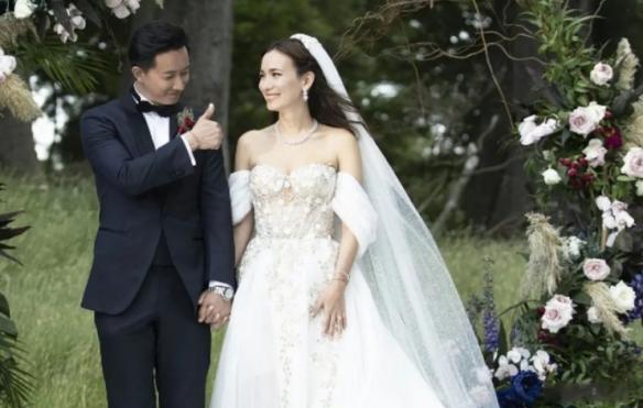 韩庚老婆和三个男人大玩平衡游戏!身材火辣 放声狂笑